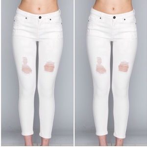 🆕Ivory/White High Waist Distressed Skinny Jeans